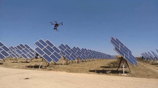 智能无人机监测太阳能发电系统
